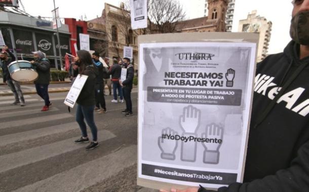 Gastronómicos se movilizaron pidiendo la reapertura de comercios