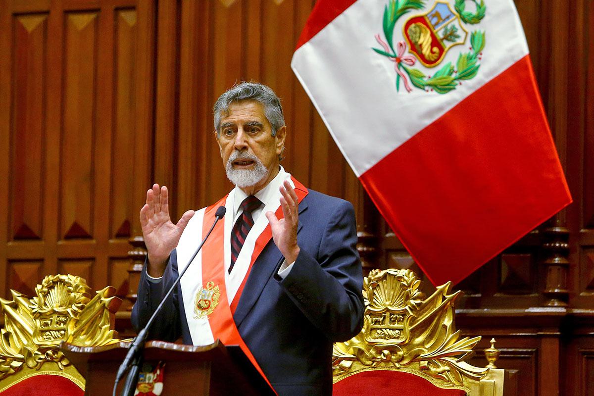 Asumió Francisco Sagasti en Perú