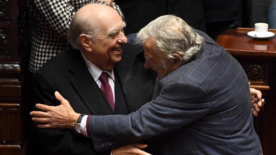 Mujica y Sanguinetti se despidieron del Congreso de Uruguay