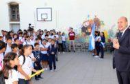 Perotti firmó el decreto para implementar el boleto educativo en la provincia