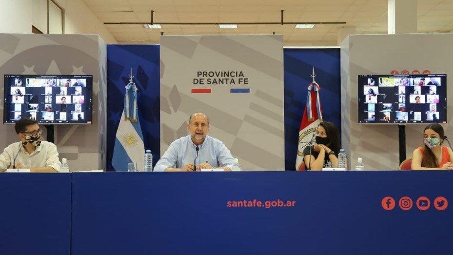 Perotti firmó convenios con organizaciones sociales en el marco del programa Santa Fe Más